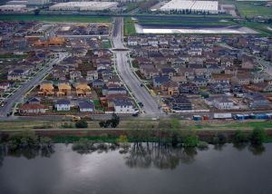 DWR Homes behind levee Stockton
