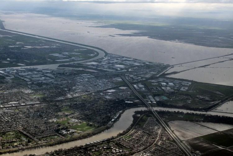 Sacramento flooding aerial Mar 2011 #13