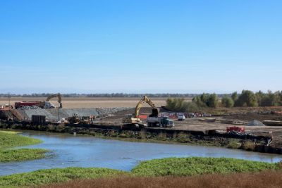 Construction underway at Wallace Weir to prevent salmon straying into the Colusa Basin