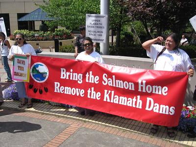 Klamath tribes demonstrate for Klamath Dam removal