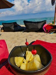 Ananas frais sur la plage de Lamai beach, La Bohemia