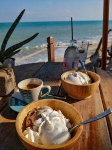 Glaces artisanales en terrasse sur la plage de Lamai beach