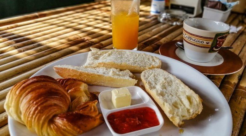 Petit déjeuner français a la Boulangerie-Pâtisserie de Samui
