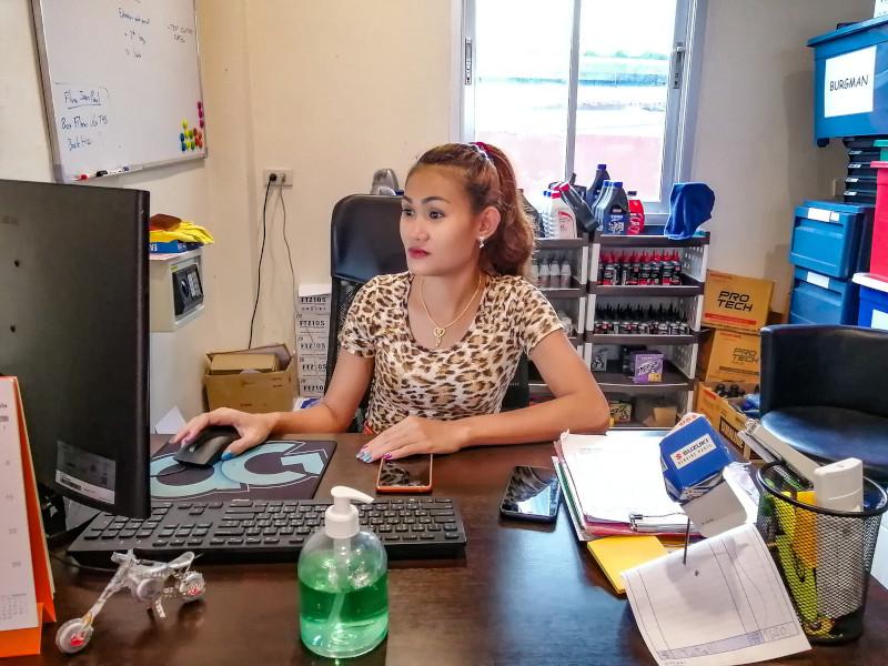 Secrétariat de l'agence de location de scooters à Koh Samui, Samui Découverte (chez Eddy).
