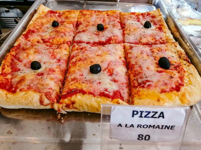 Part de Pizza à la Romaine, à la boulangerie La Fabrique à Lamai (Koh Samui).