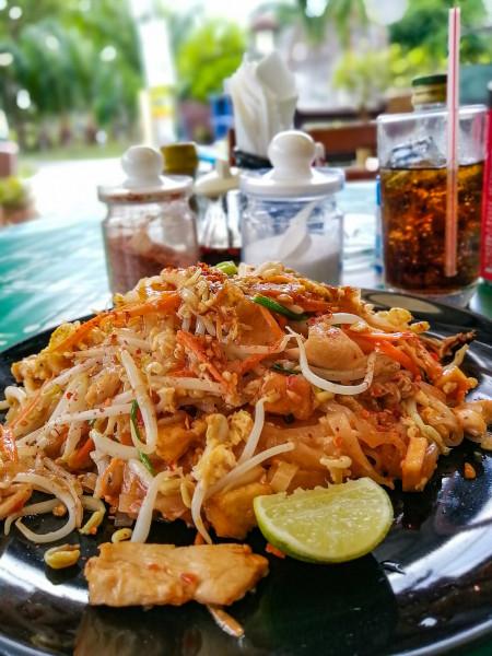Pad Thai Chicken chez Mam Thai a Lamai (Koh Samui).