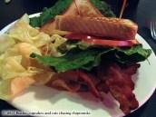Briarcliff Bistro & Bacon Bar - Spicewood, TX | Mon chat m'a ramené un chipmunk !
