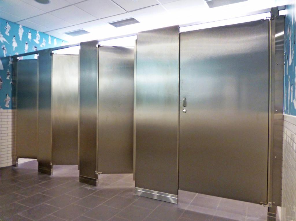 Mavi New York Floor Mounted Headrail Braced Embossed  Diamond Finish Stainless Steel Toilet