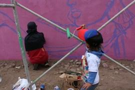 Ratona (Ecuador) pintando con su hijo. Atuntaqui, 2015.