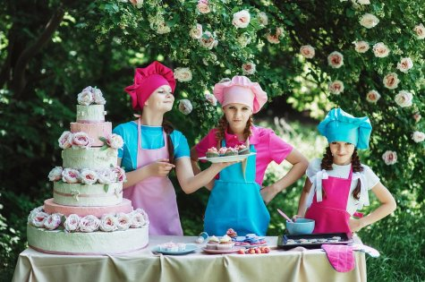 Cooks Confectioner Children's Sweets Cake Baking - Pixabay - OCC Public Domain