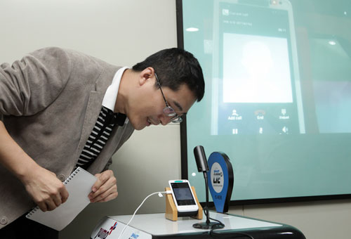 1ST LTE OVERSEAS CALL FROM THE PHILIPPINES. Huawei Wireless Technology Head Li Zhi Chao calls a colleague at the Huawei head office in China to make the first overseas LTE call from the Philippines at the Smart office in Mabolo, Cebu City. (Photo provided by Smart Public Affairs)