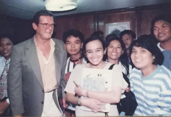 CITY HALL BEAT. This photo of reporters covering Cebu City Hall with James Bond star Roger Moore was taken when I was assigned to the beat. At right is Zeny Fernandez Jainar, my fellow reporter for The Freeman. At the back, 3rd from right is radio reporter Boy Aguirre, who rescued me during my first interview when, after asking the subjects several question, I asked her her name. Beside Mr. Moore is Denner Tabar, then of Bantay Radyo.