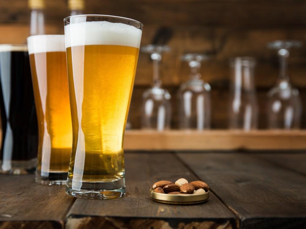 グラスビールとおつまみ