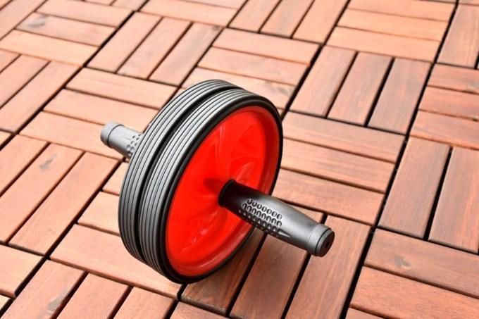 腹筋を鍛える 腹筋ローラー