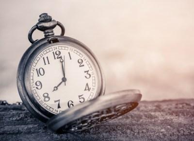 時間を示す置時計