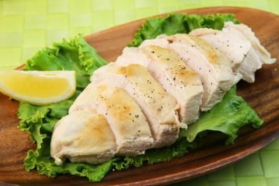 調理した鶏胸肉