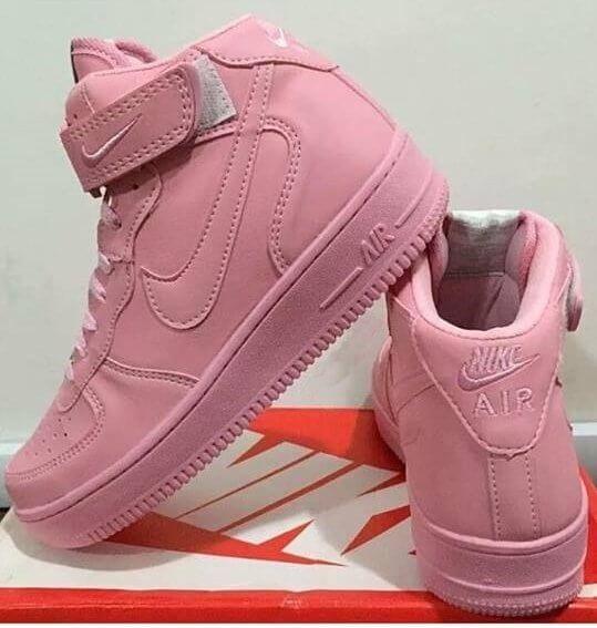 0074aeb3c70 Tênis Nike Cano Alto Feminino para Mulheres com Estilo