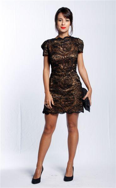 4ac5e8236fa Imagem 1- Vestido de renda preto com forro dourado