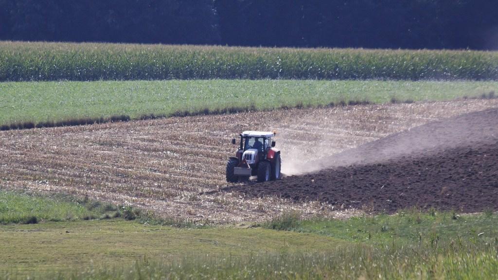 como-realizar-un-adecuado-mantenimiento-de-un-tractor-1920