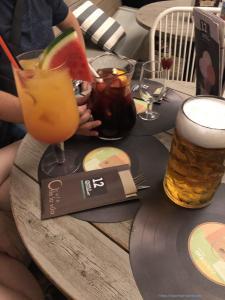 Сангрия, коктейль и пиво