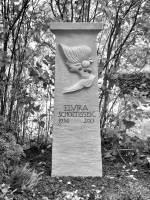 Grabstele für Elvira Scholtissek, Friedhof Berlin-Wilmersdorf, entworfen und gestaltet von Maximilian Klinge