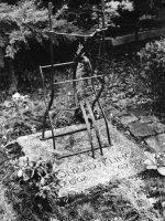 Grabmal für Conrad Klinge, St.-Annen-Friedhof, Berlin-Dahlem, entworfen von Maximilian Klinge