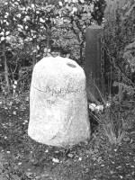 Grabstein für Ingrid Lempert, Friedhof Stubenrauchstraße, Berlin-Friedenau, entworfen und gestaltet von Maximilian Klinge