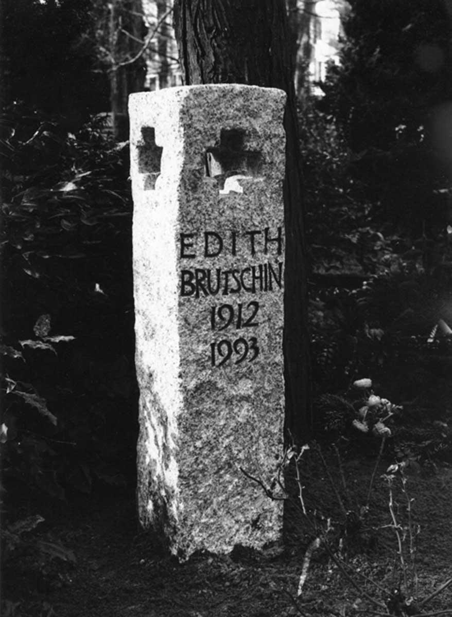 Grabstein für Edith Brutschin, Luisenfriedhof, Berlin-Charlottenburg, entworfen und gestaltet von Maximilian Klinge