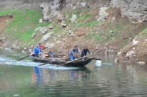 Boatmen on the Shennong Stream