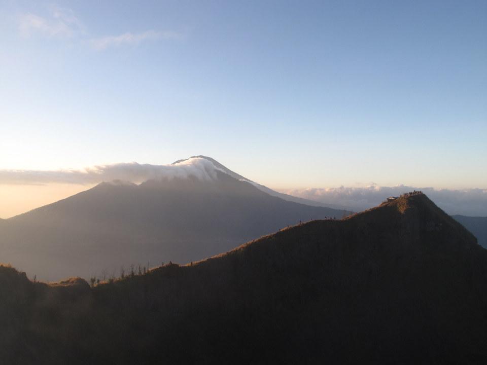 Рассвет моего 33-го дня рождения на вершине вулкана Батур на Бали