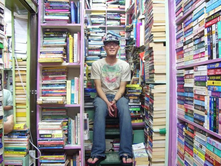 Лавка подержаных книг в Корее.