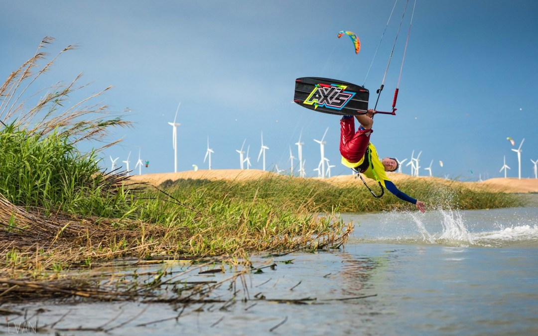 Maxtrack takes over UK distribution of AXIS Kiteboarding