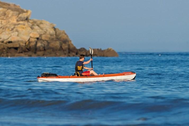 France, Morbihan (56), Saint-Pierre-Quiberon, kayak près du port de Portivy // France, Morbihan, Saint-Pierre-Quiberon, kayak near Portivy harbour