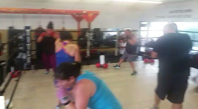 All walks of life, same goal... To push and train hard!  Awesome 10am session with Coach Heidi!#boxing #sandiegoboxing #gyms #sdgyms #fitness #strength #inspire #sandiego #miramar #miramesa #pq #rb #scrippsranch #lajolla #delmar #gratitude #maxwellsboxing #gratitude@alyssiamai619
