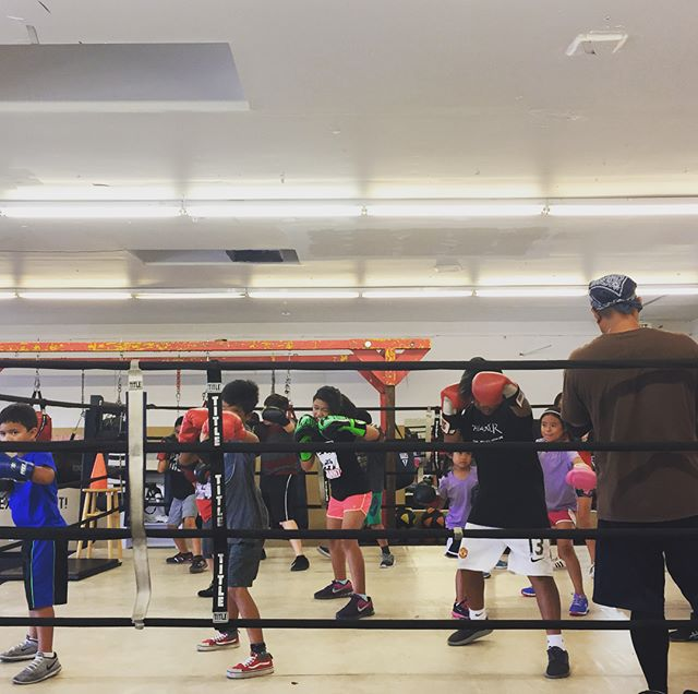 Mid week and our Youth are working hard! Love to see all this energy here in the ring with Coach Sherman!🏻🏻..#maxwellsboxing #boxing #youthboxing #youthgyms #healthykids #positivevibes #family #respect #goodattitude #miramar #sandiego #miramesa #scrippsranch #poway#lajolla #delmar #ranchobernardo #clairemont #kearnymesa