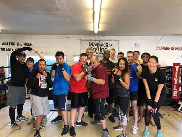 Grit session with Coach Jeremy!  Super group #boxing #sandiegoboxing #gyms #sdgyms #fitness #sandiego #miramar #miramesa #maxwellsboxing@alyssiamai619 @philcalica @kelela121512