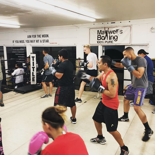 The atmosphere is  tonight! Lots of action and everyone putting in work! Whether you're looking for group classes, 1:1 training, or Open Gym workouts, we offer it all at @maxwellsboxing 🥊Your first visit is FREE and we welcome youths, teens and adults!  Whether a Beginner or Advanced, we'd love to meet you and discuss your goals. ...#maxwellsboxing #boxing #sandiegoboxing #sdgyms #sweetscience #trainingday #technique #perserverance #workethic #respect #sandiego #miramar #miramesa #scrippsranch #poway #ranchobernardo #lajolla #delmar #clairemont #kearnymesa