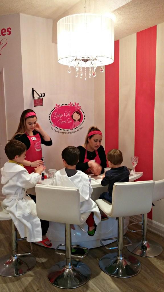 glama gals manicure station