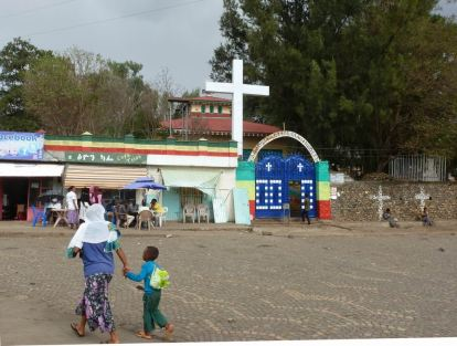 Gondar Rues 06 Teteker Cyber Cafe Tsion-Eglise Lyusu