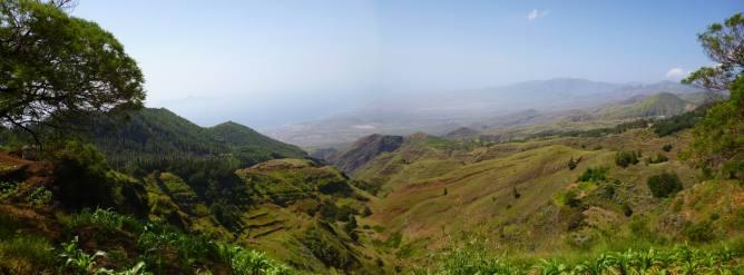 CaboVerde2013-H-35 Pico da Cruz Panorama vers Porto Novo