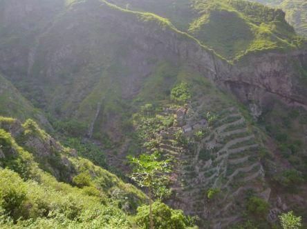 CaboVerde2013-K 51 Ribeira de Penede-Village Inca en pierres abandonne
