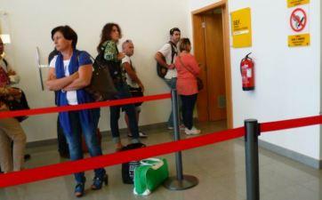 CaboVerde2013-M-03 Mindelo Aeroport DEF guichet