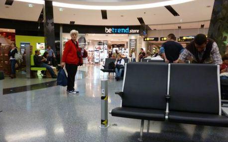 CaboVerde2013-Z Lisboa aeroport salle attente