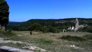 2014-07-12 Ruta dels Refugis (12) Mussara promontoire vieux mas eglise