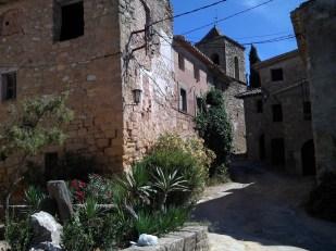 2014-07-12 Ruta dels Refugis (96) Albarca rue eglise