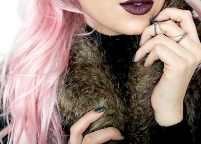 Want to get in on the matte lipstick trend but also have to stick to a budget? Then try these top 3 best matte lipsticks that won't break the bank.