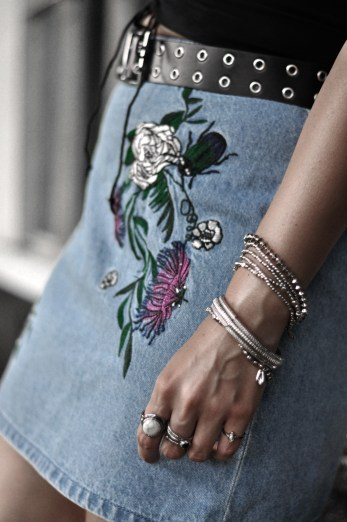 Check out this cute outfit inspiration featuring this stylish embroidered denim skirt. The bustier makes the perfect combo for a fashionable daytime look.