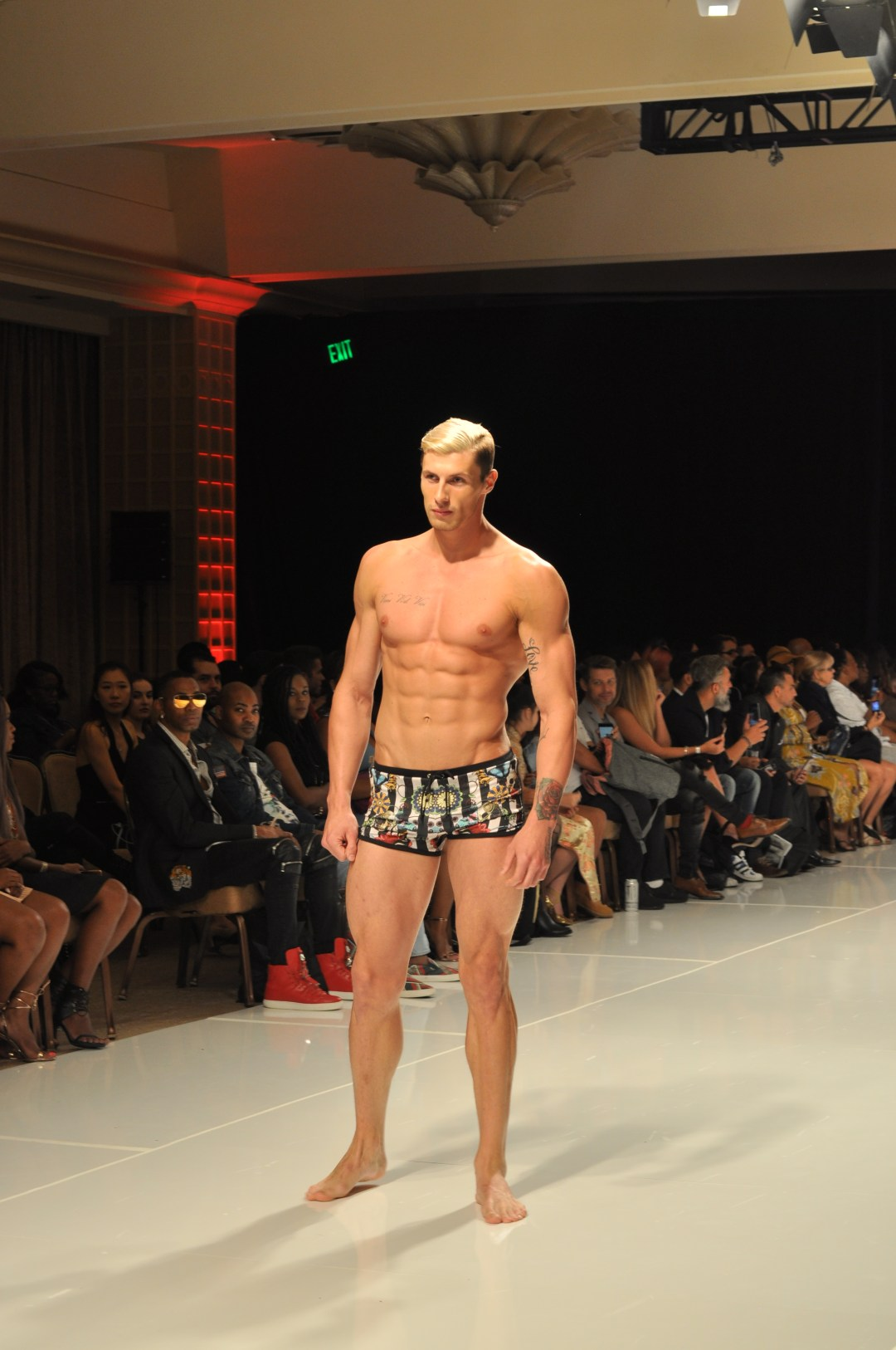 Los Angeles Fashion Week 2017 was a showcase of beautiful clothing. See the designers and runway looks featuring swim, menswear, and womenswear.