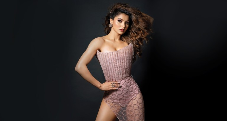 urvashi-rautela-poses-with-her-pet-and-fans-said-gift-from-hardik-pandya