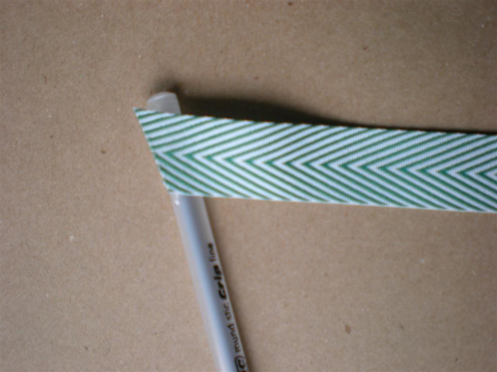Photo 3--Top of pen with ribbon) (Medium)
